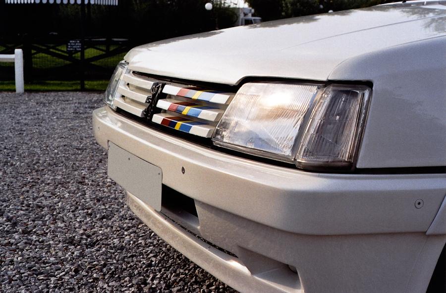 """Les Bandes PTS """"Peugeot Talbot Sport"""" informent qu'il se psse quelque chose sous le capot !"""