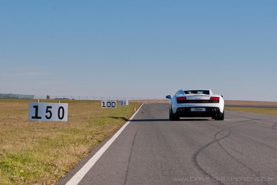 Attention au freinage en bout de ligne droite, ça arrive vite !