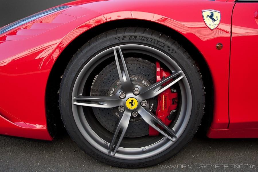Les freins carbone céramique aux dimensions... conséquentes !