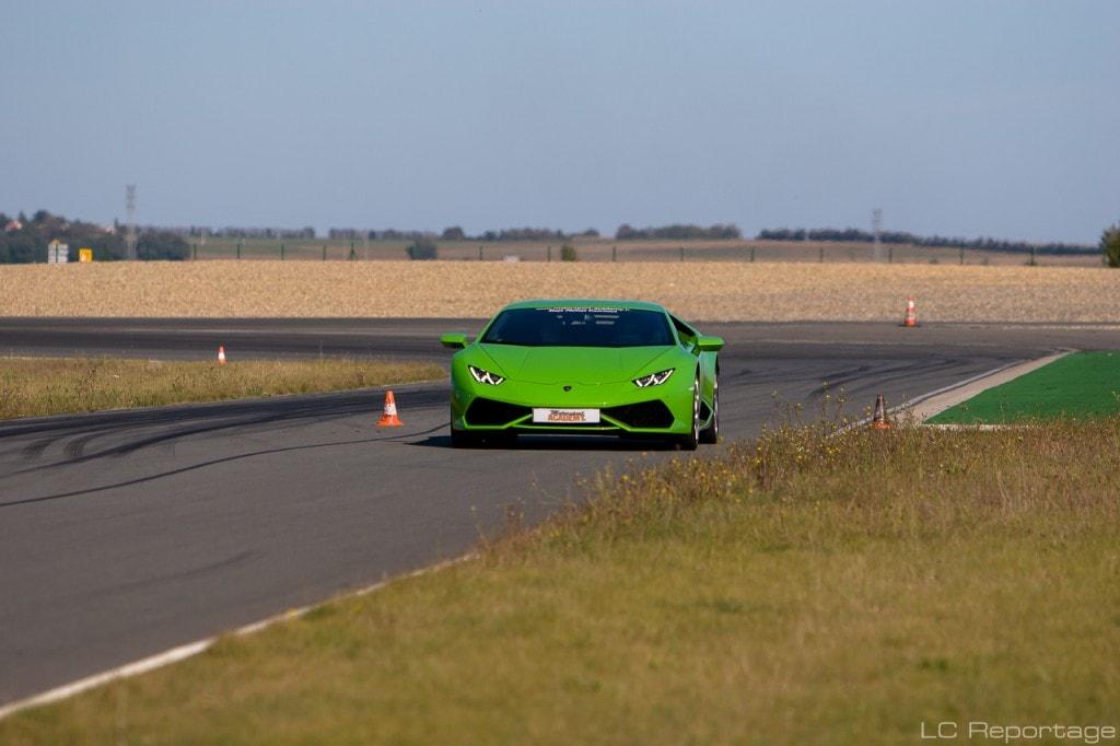 Lamborghini Huracan sur la piste de Fontenay le Comte