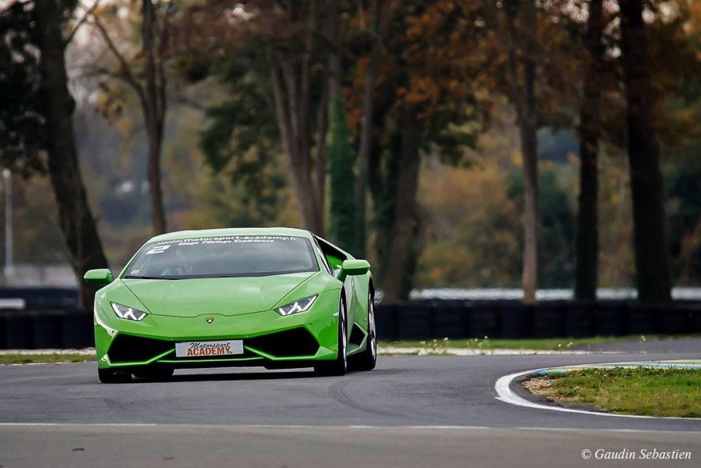 Lamborghini Huracan sur la piste Maison Blanche au Mans