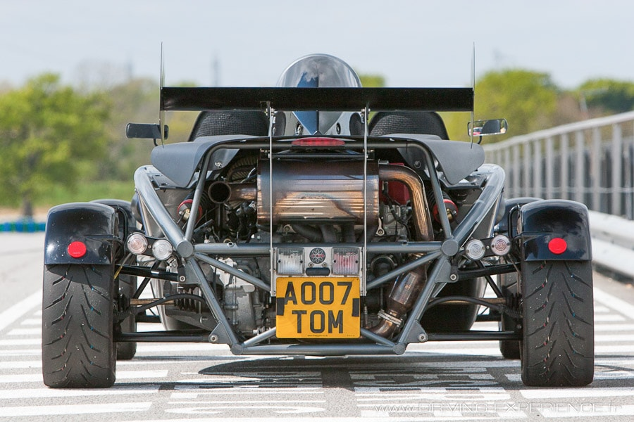 Plus technique que sexy la partie arrière de l'Atom abrite le 2L V-tec de la Civic type R, gavé par un turbo !