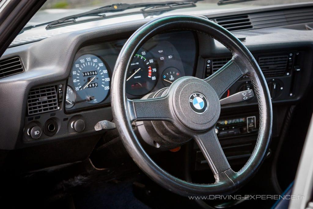 Le volant sport est une option d'époque BMW