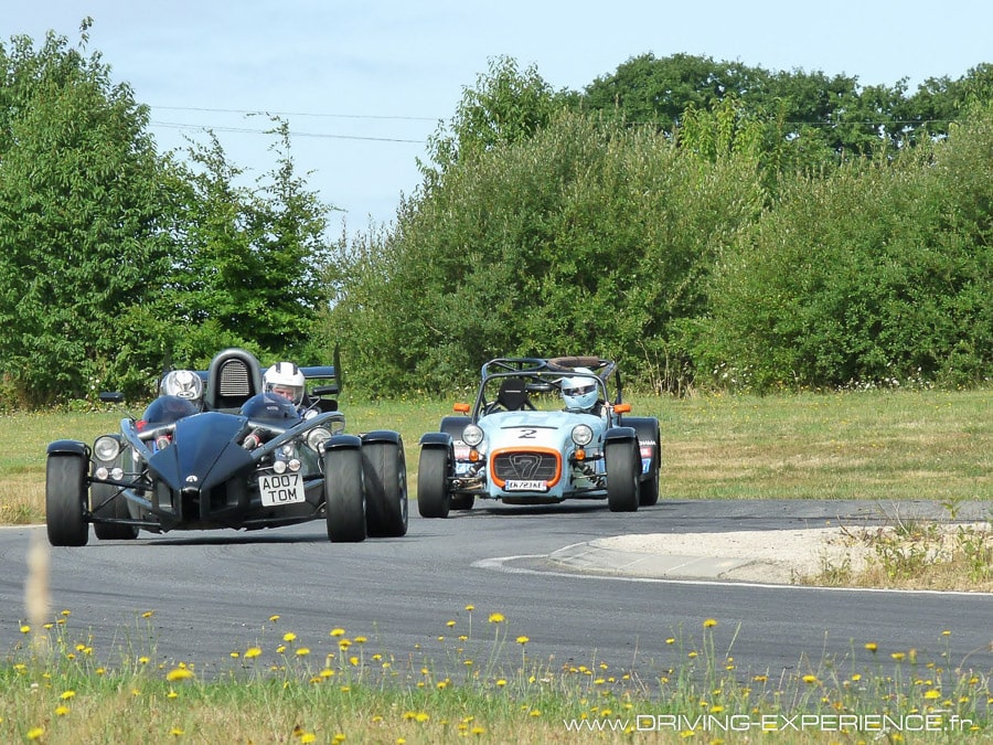 Atom VS Caterham R300 Cup