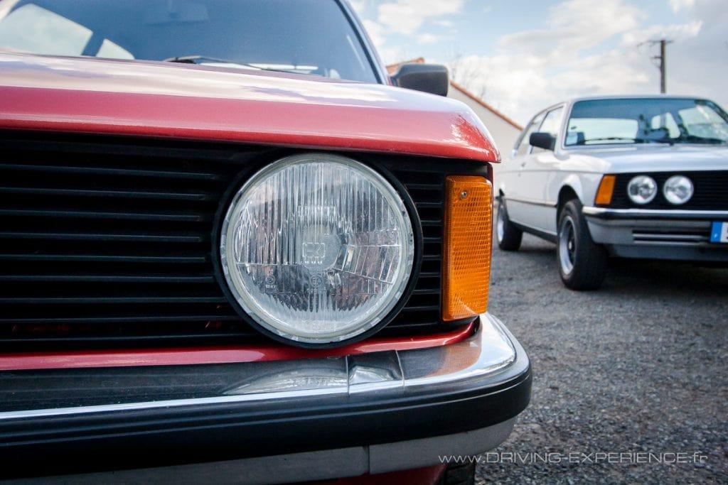 Calandre 2 phares pour la 318, les 4 phares étant réservés aux versions 6 cylindres !