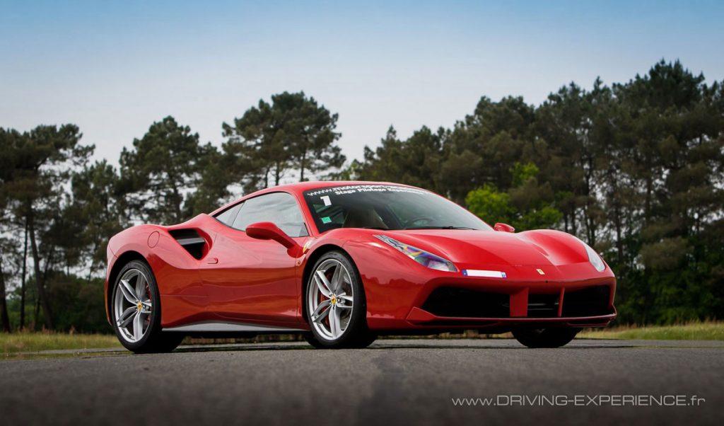 Agressive et aérodynamique la Ferrari 488 GTB, dans le plus pur style Pininfarina.