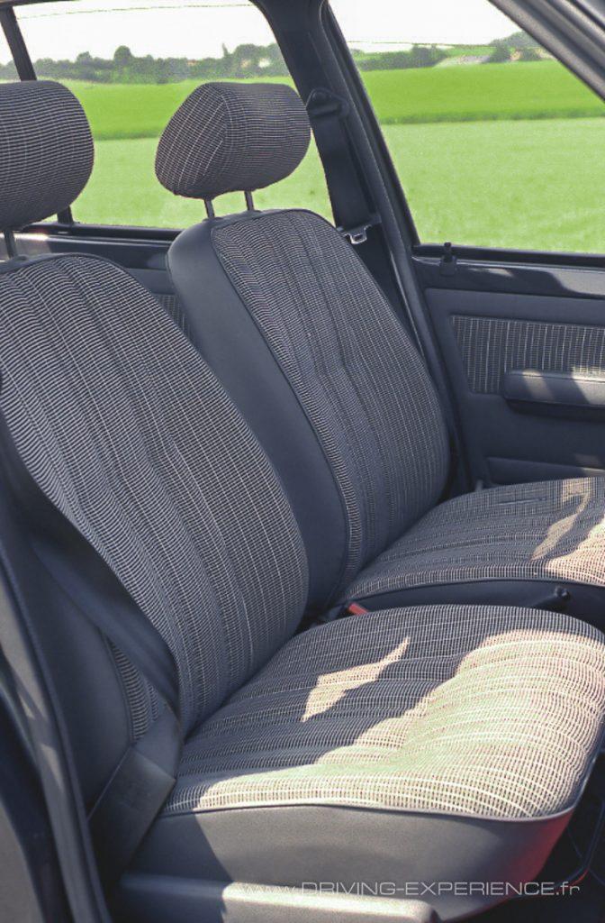 Confortables mais peu enveloppants les sièges de la GT