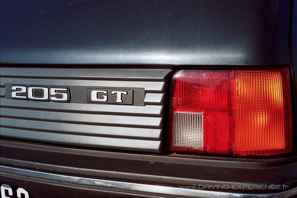 """Pas de """"I"""" en 84 mais déjà un évocateur """"GT"""" sur la malle arrière."""