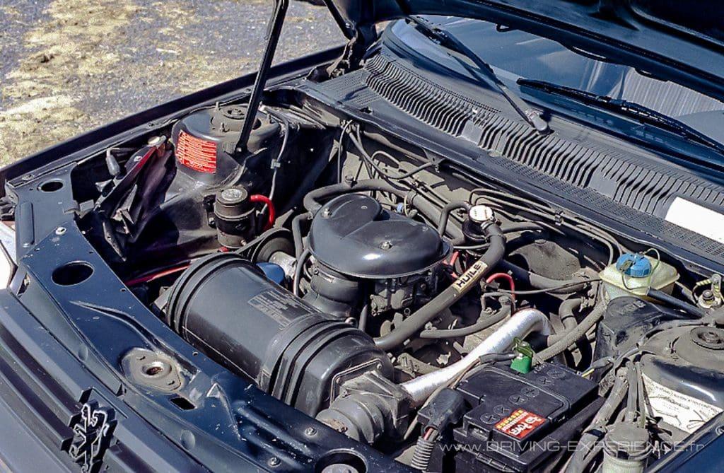 C'est le moteur de la 104 ZS qui se trouve sous le capot de cette 205 !